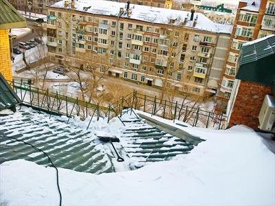 Очистка кровли от снега и наледи